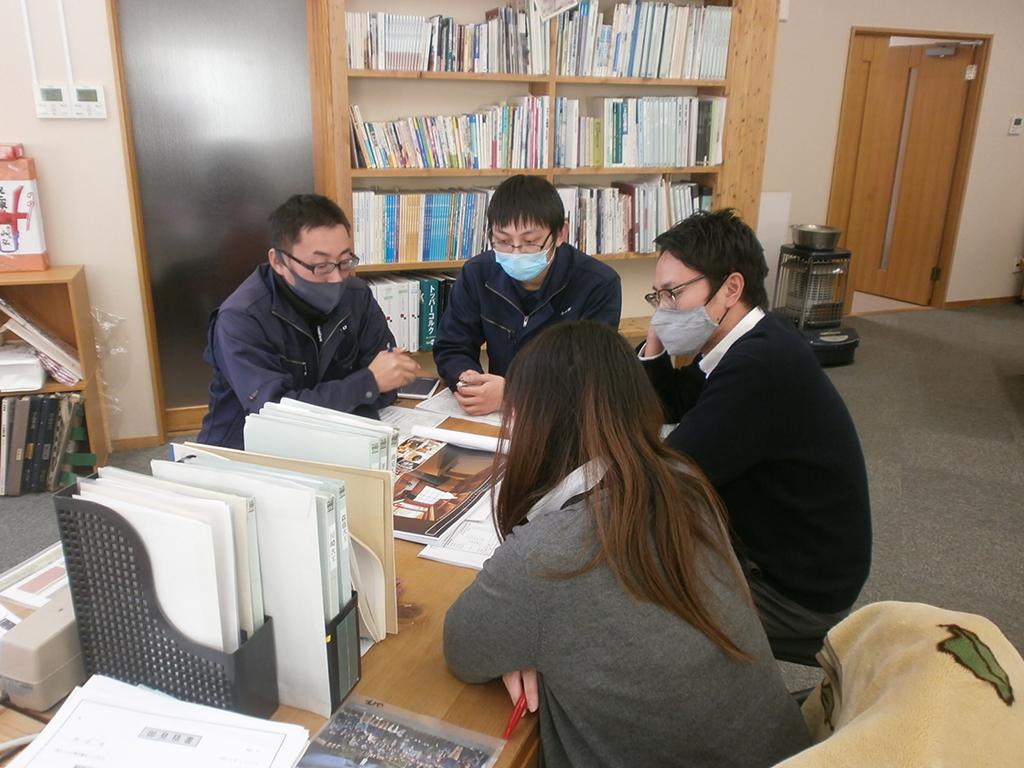 加古川市の木の家 社内図面打ち合わせ