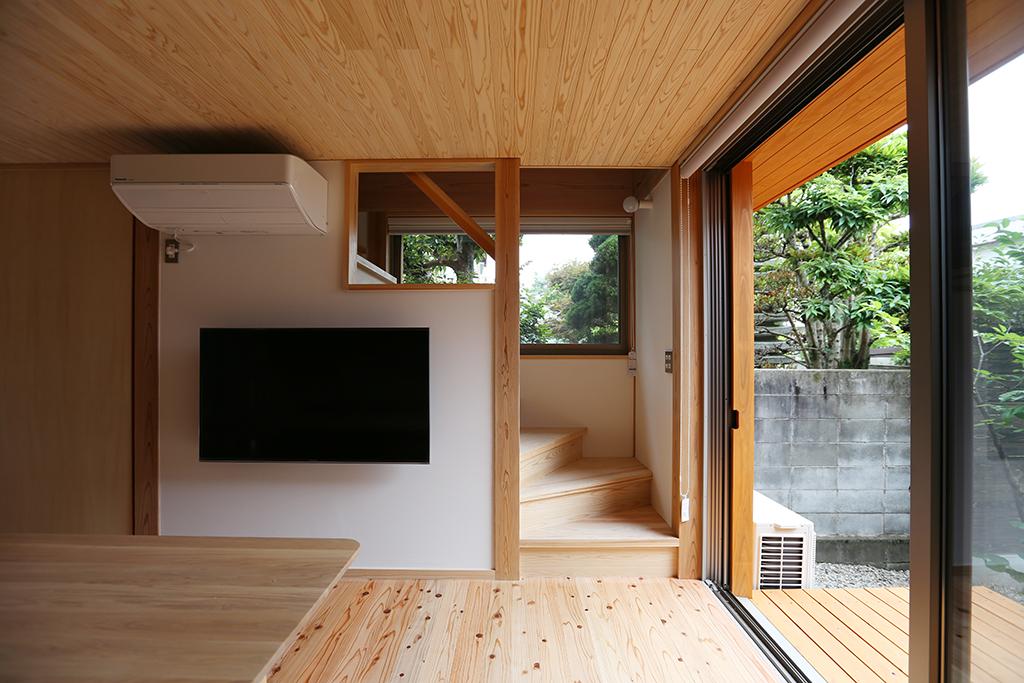 姫路市の木の家 大きな窓のある明るい階段室