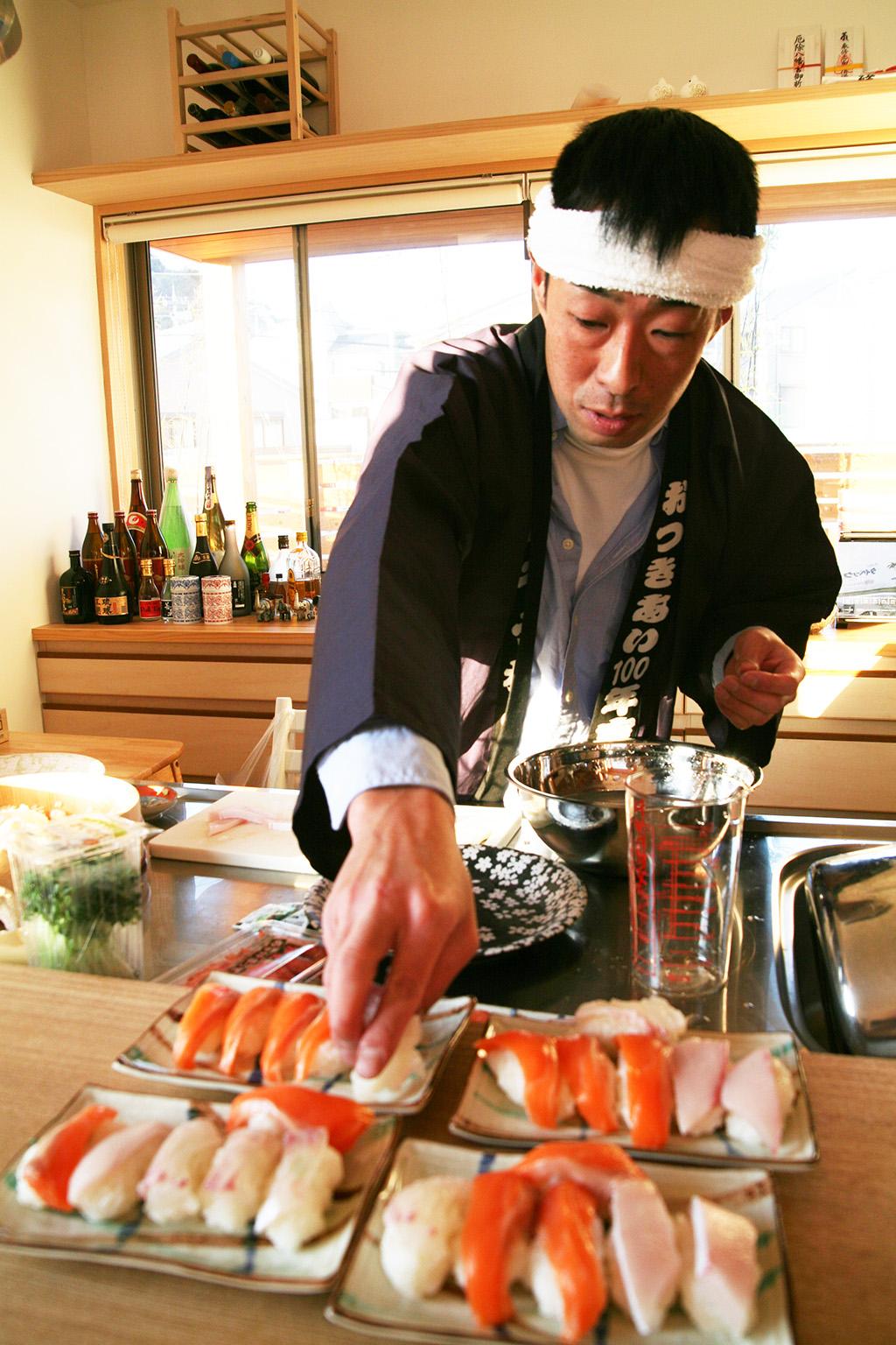 神戸市の木の家 居酒屋のようなカウンターで腕をふるうご主人