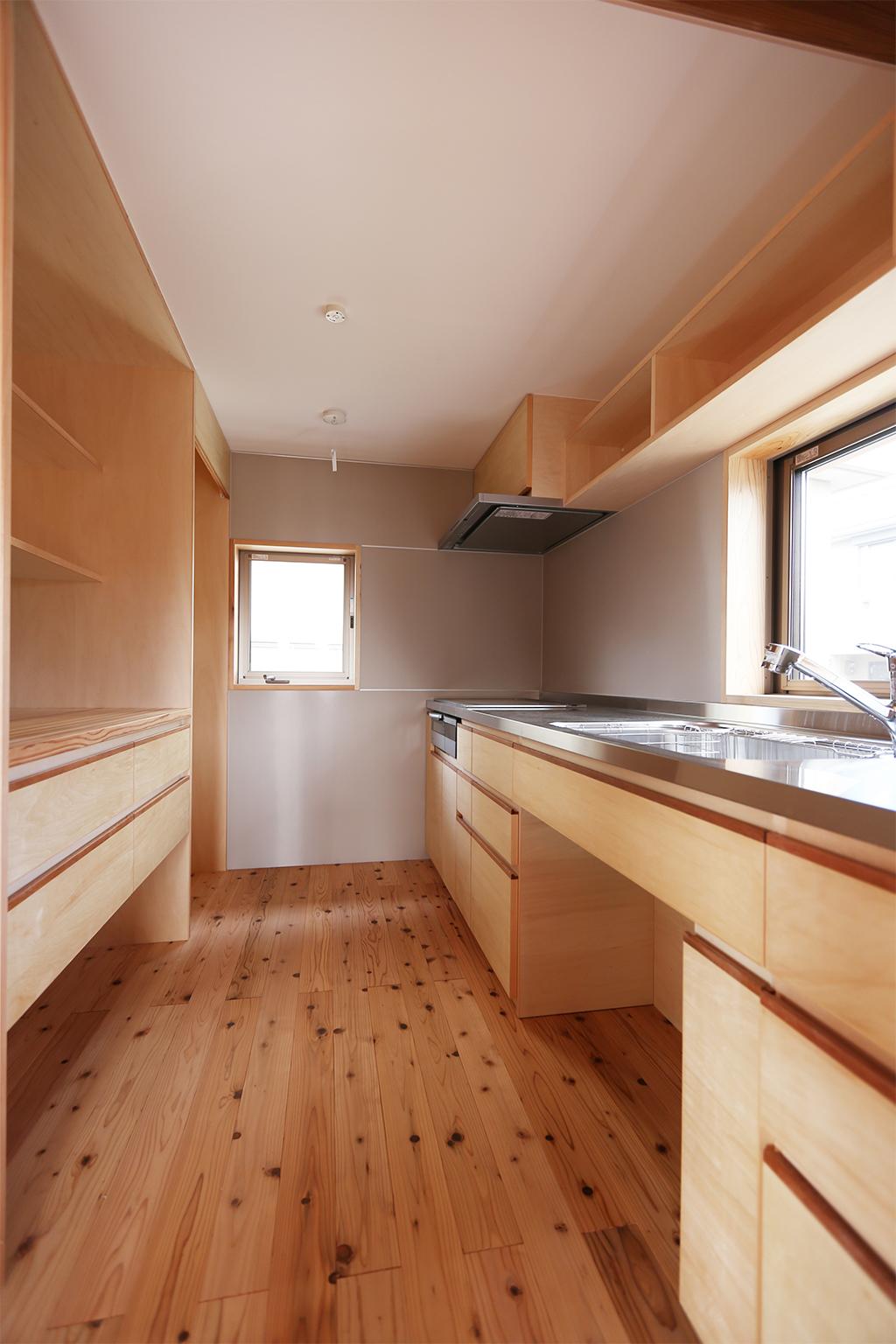 豊中市の木の家 作業スペースのあるキッチン