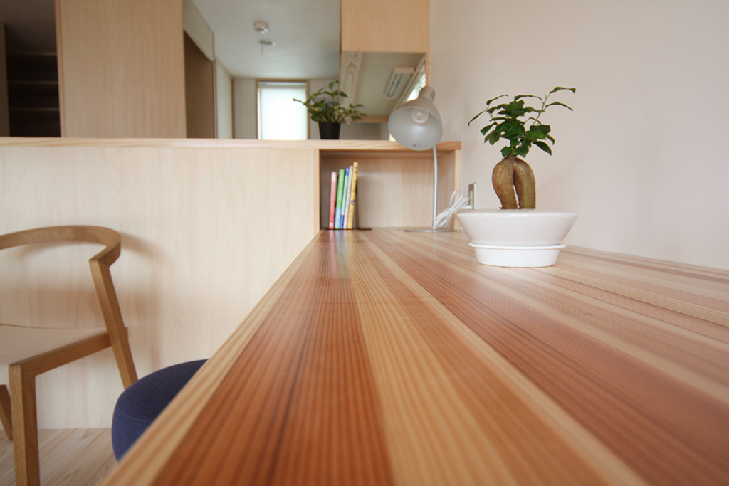 芦屋市の木の家 木目の美しい作業机