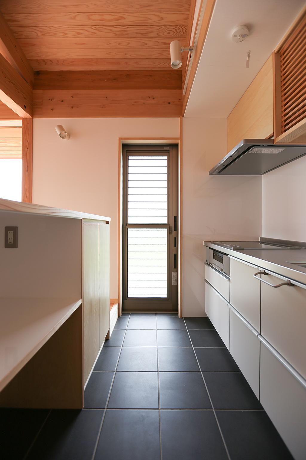 姫路市の木の家 土間のキッチン