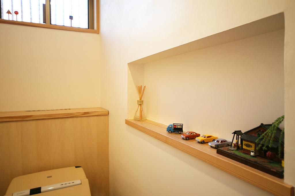 神戸市の木の家 ニッチのあるトイレ