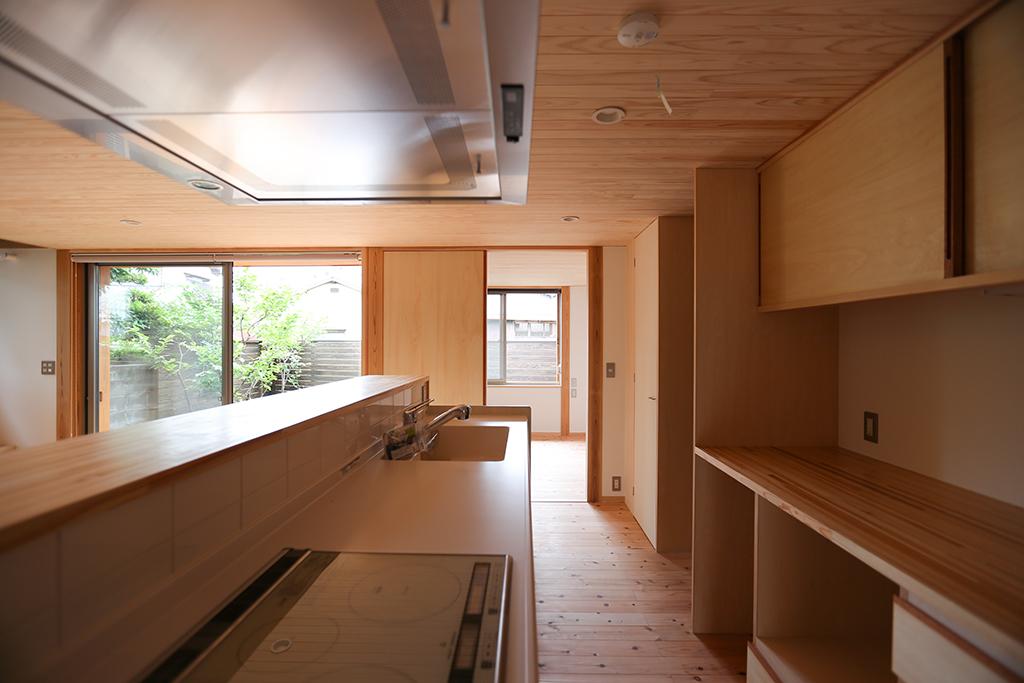 姫路市の木の家 大容量の収納のあるキッチン