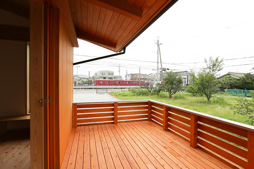 姫路市の木の家 ウッドデッキから望むのどかな風景