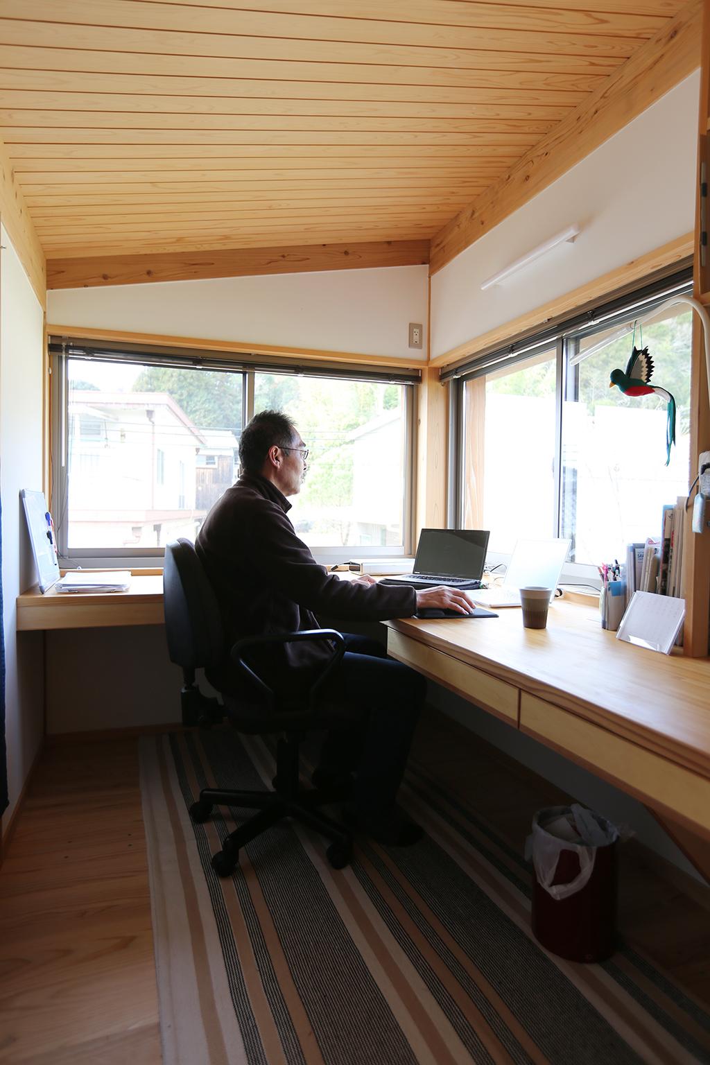 『里山民芸庵』2階書斎スペースからも緑を望む