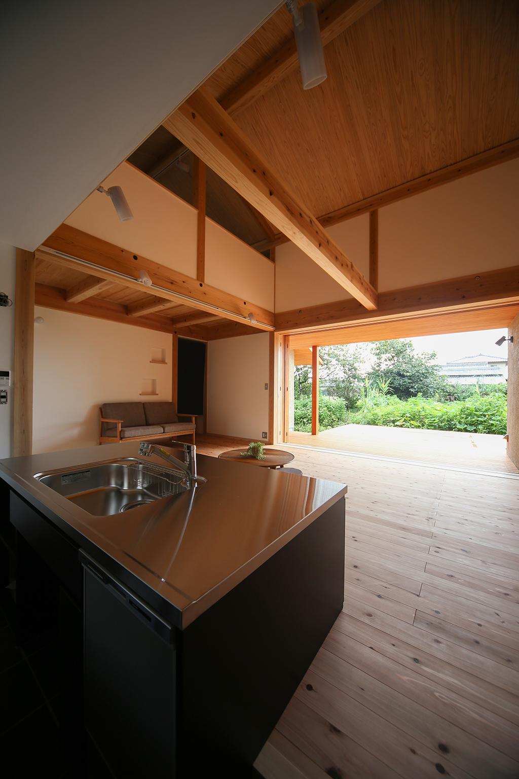 姫路市の木の家 大きな吹き抜けと大開口で開放感のあるLDK