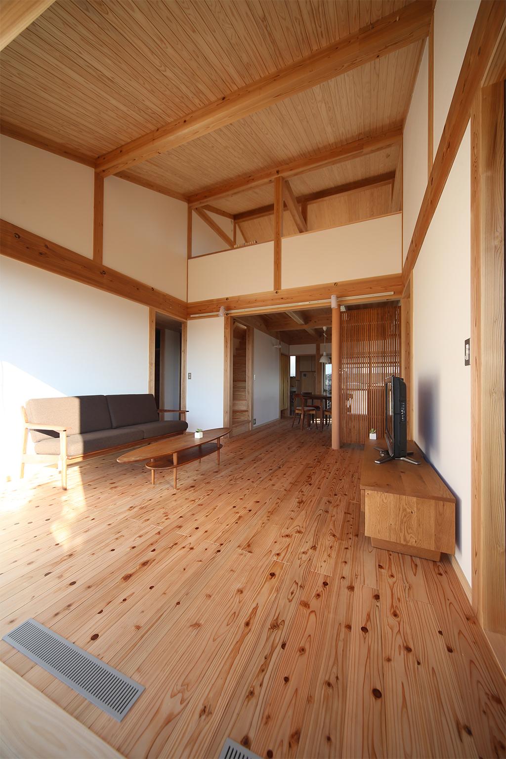 姫路市の木の家 吹き抜けで2階と繋がるLDK