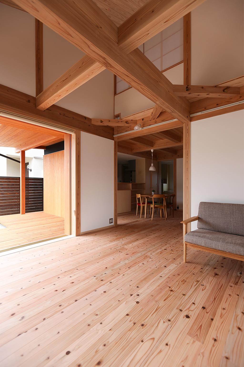 姫路市の木の家 吹き抜けのあるリビング