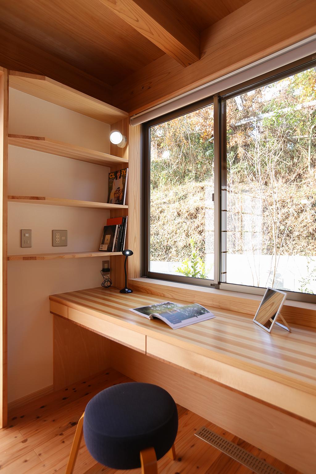 姫路市の木の家 キッチン脇に設けた家事デスク