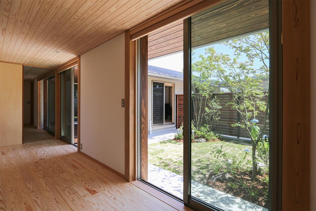 景楽山荘 庭と出入りができるフリールーム