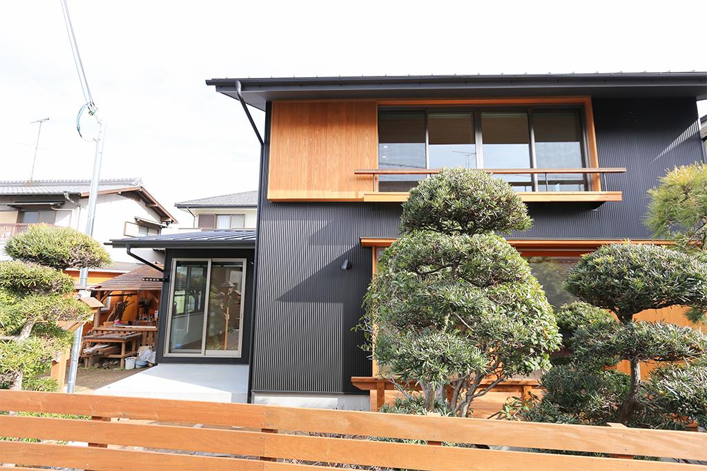 高砂市の木の家 ガルバリウム鋼板張りの外観