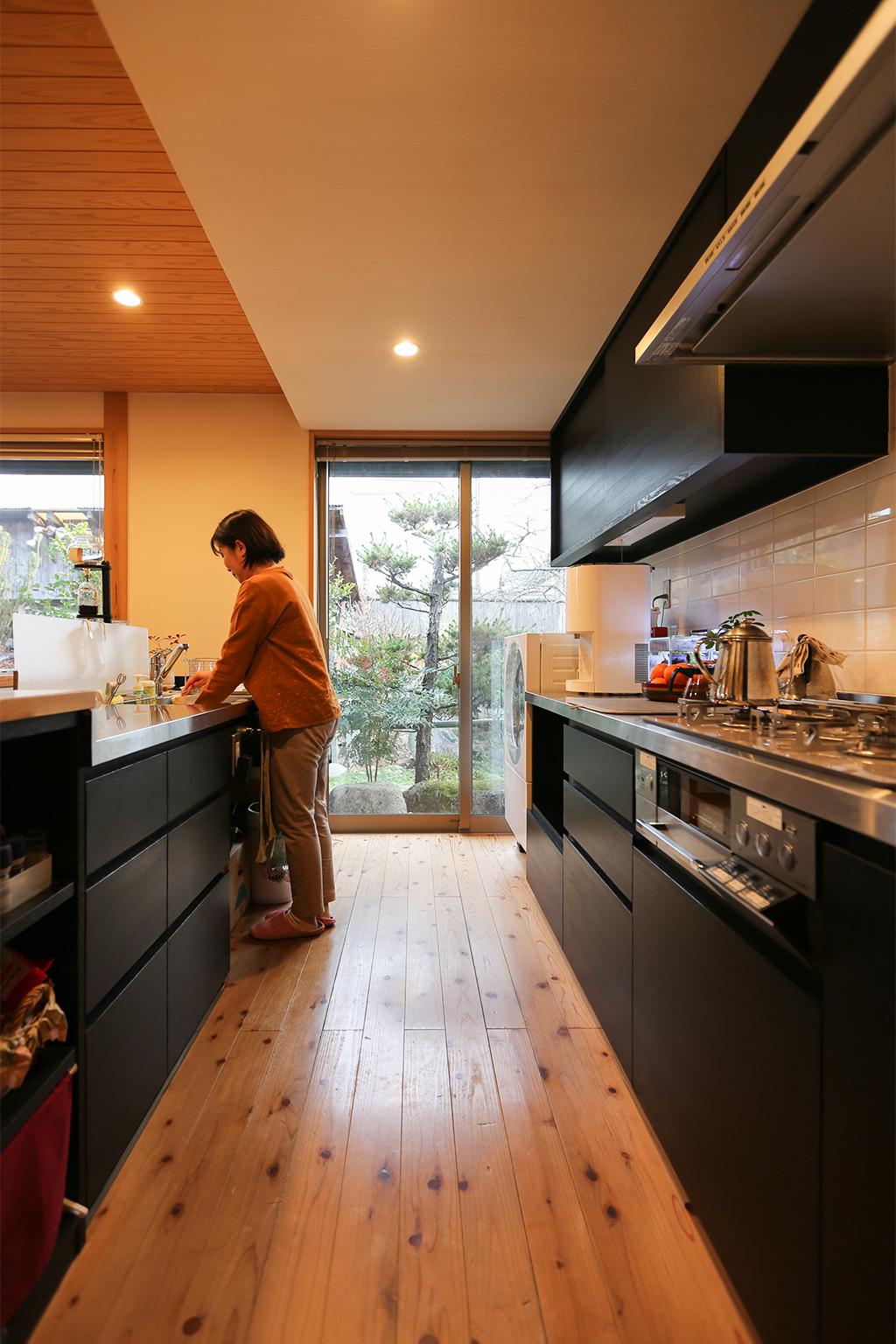 赤穂郡の木の家 大容量の収納を備えたオリジナルキッチン