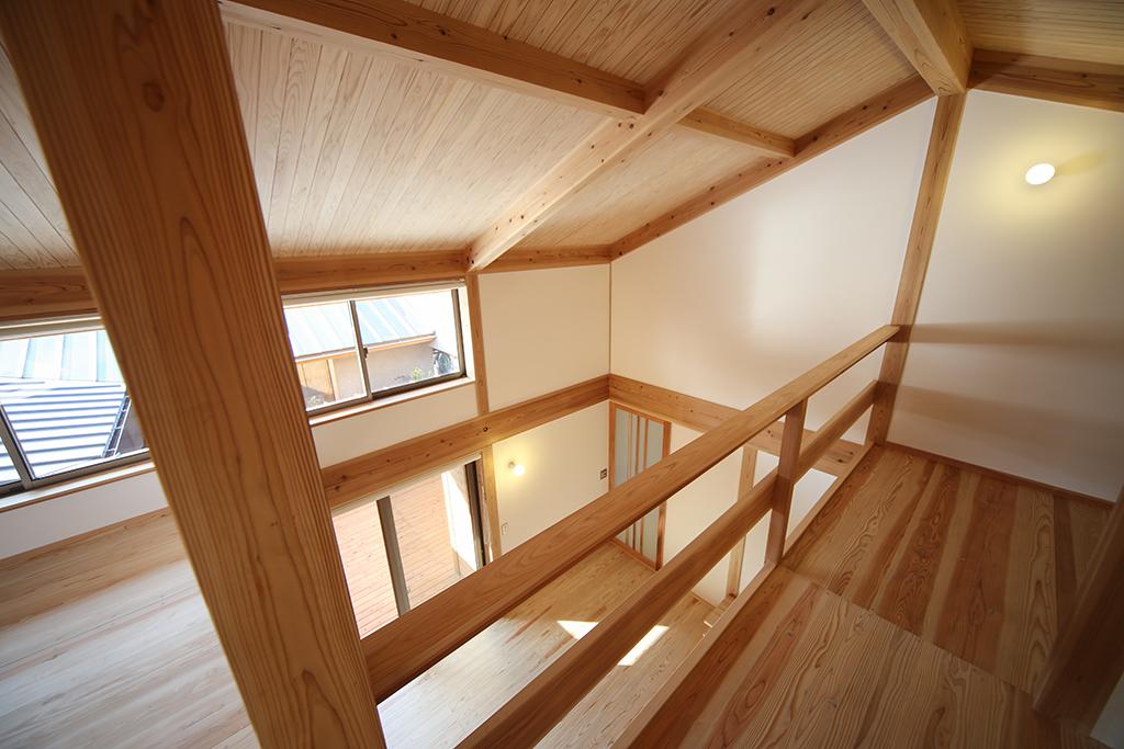 『播磨の連屋』2階フリールームから1階を見下ろす