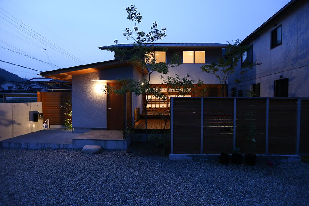 宍粟市の木の家 夕闇に浮かぶ