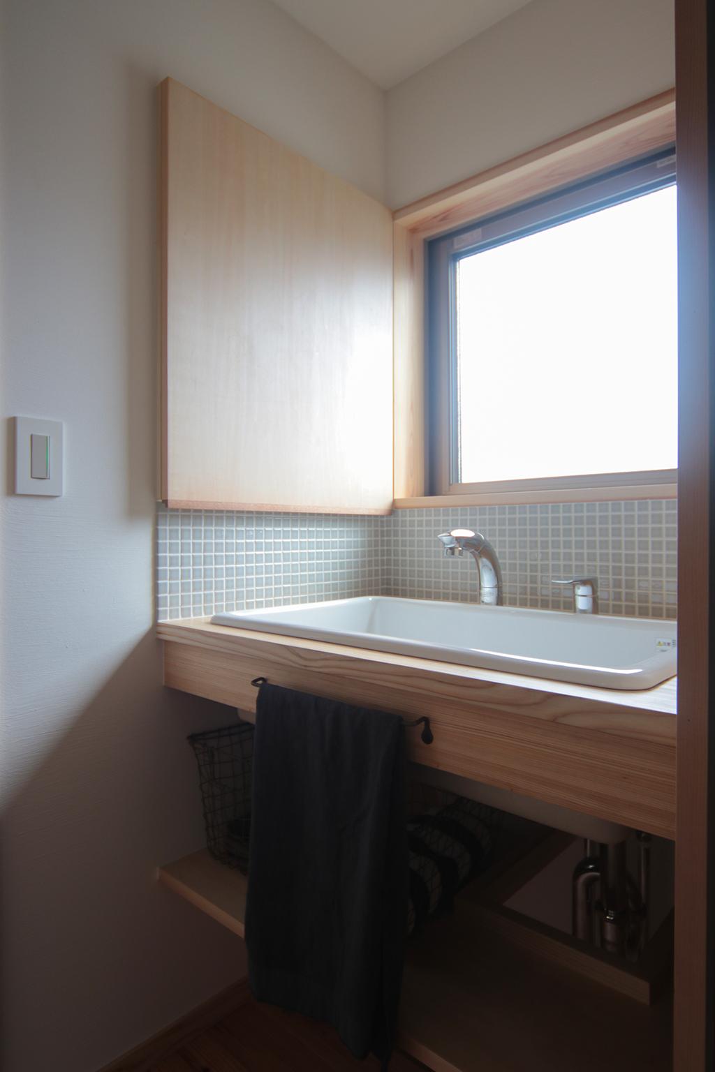 加古川市の木の家 独立した洗面室