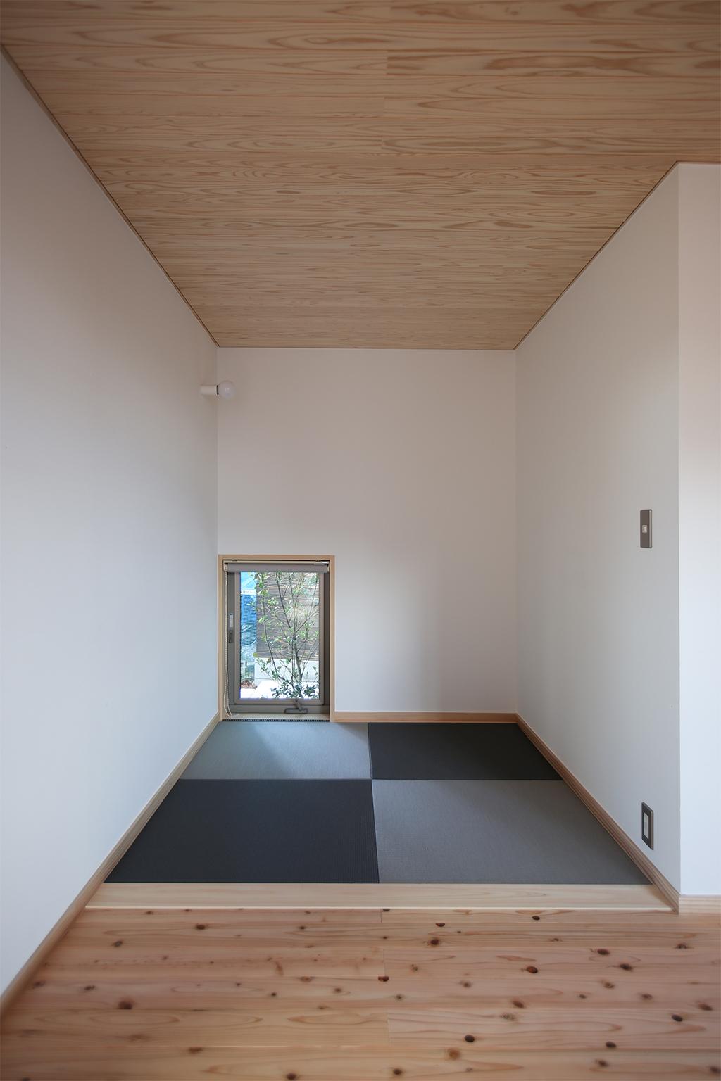 加東市の木の家 リビング脇に設けた和のスペース