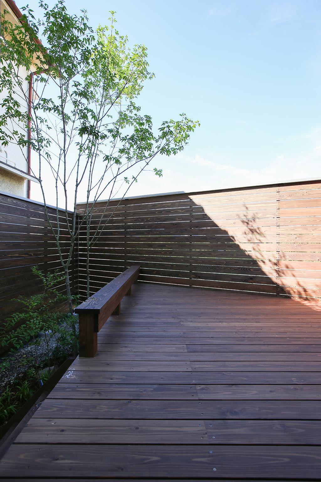 明石市の木の家 プライバシーの守られたデッキ