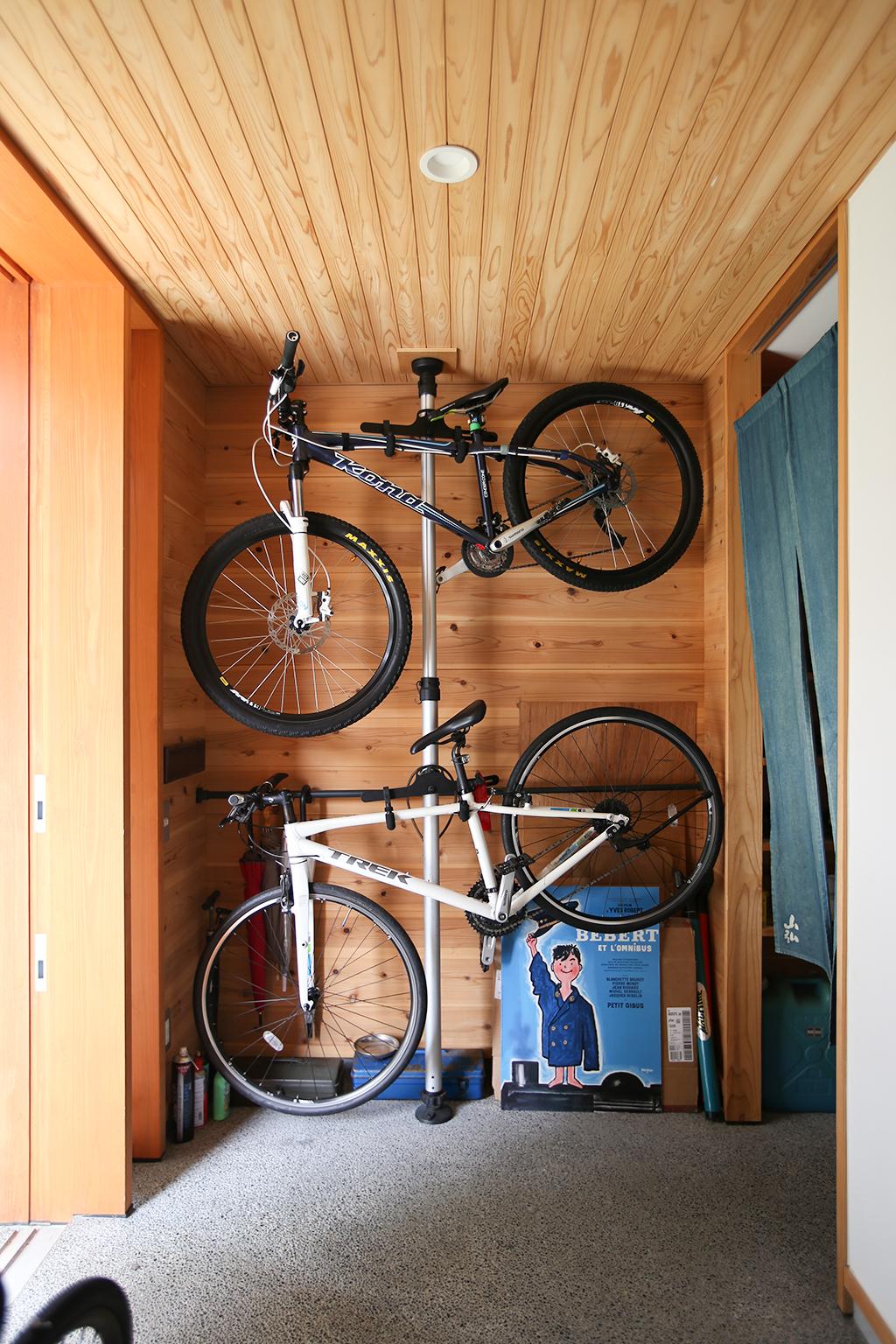 神戸市の木の家 趣味の自転車を飾れる玄関